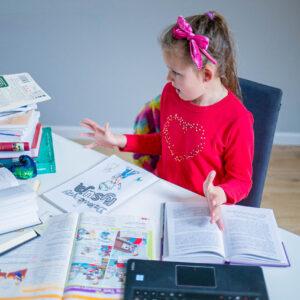 Angielski w szkole podstawowej – dlaczego dzieci nie uczą się mówić?